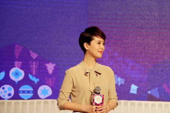 海清出席慈善晚会 被问限薪令闭口不答_0资讯生活
